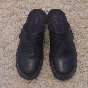 Black Clark's Leather Shoes 9M Mules Sandals